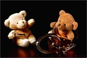 advantage, arrest, Bär, bears, bestrafung, bond, bracelets, convict, convicted, court, crime, criminal, criminal law, dominance, dominant, fangen, fesseln, fun, game, gefangen, gefangener, gericht, gewahrsam, guilty, handcuffs, handschellen, humor, imprison, justice, Justiz, key, keyword, kidding, la, law court, predominance, punishment, Recht, safe, safety, safeword, schlüssel, Sicherheit, spass, strafe, strafrecht, strafverfahren, superiority, toy, toys, trial, unguilty, unschuldsvermutung, verhaften, verhaftungSpiel doch nicht das Unschuldslamm! © Liz Collet