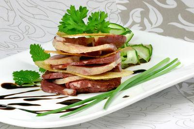 Lizchens bajuwarisches Himmelreich - Pressack mit gebackenen Kartoffelchips © Liz Collet