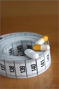 nahrungsergänzungsmittel, diätpillen, diät, pille, medikament, diätmittel, nahrungsergänzung, abnehmpille, maßband, ernährung, diätprodukt, arzneimittel, arznei, apotheke, ernährungsumstellung, nulldiät, body mass index, bmi, figur, körpermaße, bodymaße, messen, pharmazie, pharmaunternehmen, medikamentenmissbrauch, arzneimittelverordnung, therapie, behandlung, nahrungsergänzungspräparat, diätpräparat, medizin, ernährungsmedizin, gesundheit, gesund, ungesund, gewicht, gewichtsreduktion, übergewicht, mangelernährung, ernährungsmangel