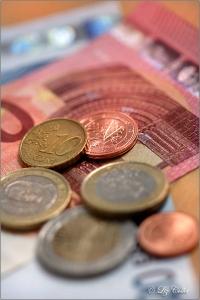 geld, geldscheine, geldmünzen, münzgeld, kleingeld, scheine, euro, währung, zahlmittel, finanzen, budget, haushaltsgeld, europa, börse, handel, markt, wirtschaft, banken, bank, bargeld, barzahlung, wechselgeld, wechselkurs, kurswerte, zahl, geldwert, wert, rente, elterngeld, kindergeld, unterhalt, kindesunterhalt, trennungsunterhalt, kosten, gerichtskosten, prozesskosten, bildungskosten, ausbildungskosten, honorar, einkommen, lohn