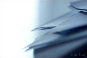 Aktenberg © Liz Collet, Aktenberg, Akten, Aktenstapel, Papierstapel, Stapel, Arbeitsstapel, Büro, Arbeit, Symbolbild, Metapher, Überarbeitung, Arbeitsbelastung, Arbeitsmenge, Büroorganisation, Ordnung, Unordnung, Schreibtisch, Überlastung, Arbeitsüberlastung, Justiz, Justizüberlastung, Gerichtsbarkeit, Rechtsprechung, Recht,